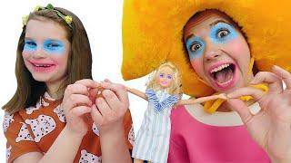 Сина открыла салон красоты в Королевстве СИ Игры макияж и прически Видео для девочек про кукол