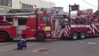 廃車回送? まるでシャコタン レッカーでけん引 はしご車 イヴェコ 消防車 IVECO 相模原市消防
