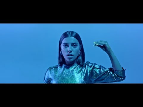 Alizzz, Paula Cendejas - Otro Lugar (Video Oficial) feat. Larios