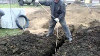 Как выкопать глубокую траншею(Выкапывание лопатой траншеи под воду глубиной 2 метра., 2014-06-12T21:34:05.000Z)
