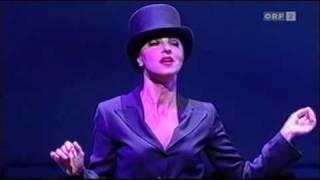 Natascha Petrinsky: Ich bin die fesche Lola