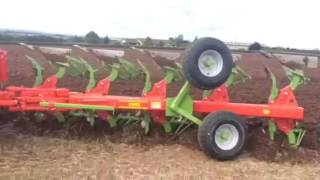 Dunn's Ploughs- Demo of Brand New Dunns DN205 Plough