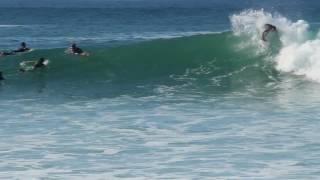Una sesión de surf en Ericeira, Rivera de Ilhas (Portugal)