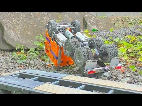 HEAVY RC TRUCK CRASH! THE GLOBE LINER SLIP FROM THE LOADER! HEAVY RC ACCIDENT! RC LIVE ACTION