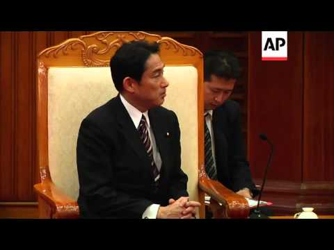 Japanese Foreign Minister Fumio Kishida and Vietnamese Prime Minister Nguyen Tan Dung meet