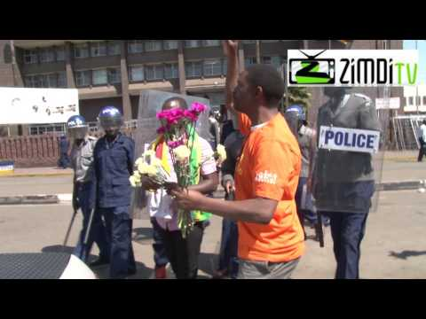 Zvorwadza and Dzamara protest right in front of Harare Police Central