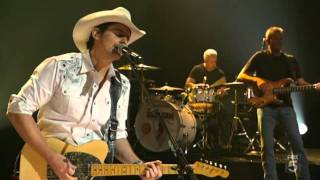 Carrie Underwood & Brad Paisley    Louisiana Woman, Mississippi Man  An All Star Holiday Special