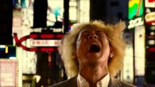 綾野剛が主演映画「新宿スワン」の撮影風景について語っています。