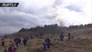 Baixar Migrants marching from Moria refugee camp are met with tear gas in Greece