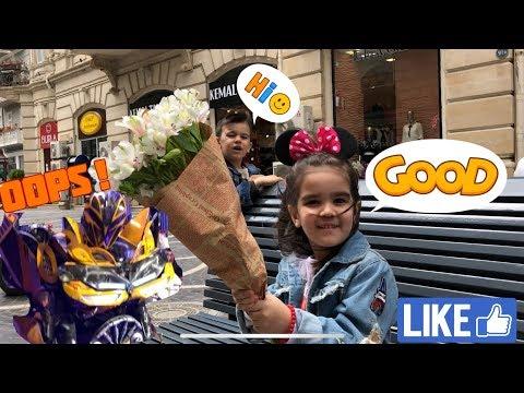 Микки Маус и его друзья в Баку. Милана здоровается с Бамблби.