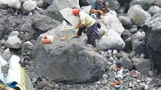 Beginilah Proses Memecah Batu Raksasa Menggunakan Palu Besar | Stone Splitting