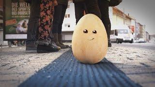 Sicher unterwegs: Turnen an Haltestangen ist auch nicht das Gelbe vom Ei