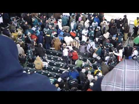 Eagles Fans throw snowballs at 49ers fans!