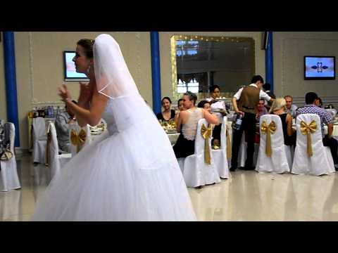 Танец невесты с подружками - Видео с YouTube на компьютер, мобильный, android, ios