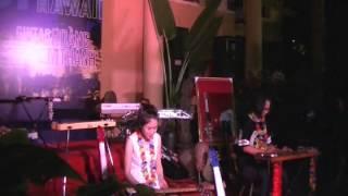 Tiếng guitar Hawaii của 2 girl xinh Tú Anh - Phương Thảo tại Hoàng thành Thăng Long