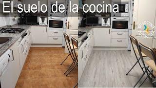 Cambiar el suelo de la cocina con tarima de vinilo (Bricocrack)
