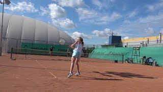 Теннис. Удар слева в высокой точке.