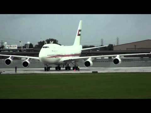 Private 747-400 Off-Loading Passengers With Air Stairs