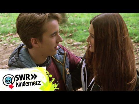 Die Kuss-Szene: Moritz und Clara erzählen   Tiere bis unters Dach   SWR Kindernetz