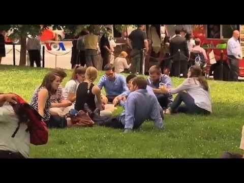 Konsumen Millennial Enggan Gunakan Kartu Kredit - Liputan Ekonomi VOA
