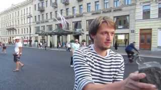 Подарок чешскому туристу.(уроки жонглирования булыжниками на невском)