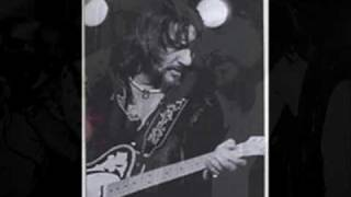Watch Waylon Jennings What Bothers Me Most video