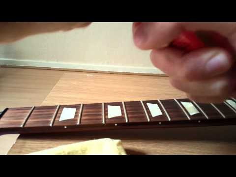 how-to-change-electric-guitar-strings-(gibson-les-paul)