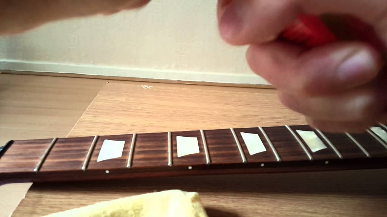 how to change electric guitar strings gibson les paul youtube. Black Bedroom Furniture Sets. Home Design Ideas