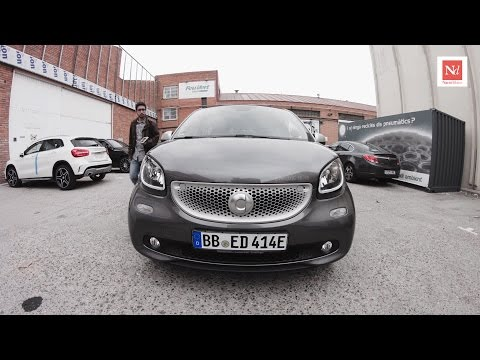 Contacte amb l'Smart Forfour Electric Drive gentilesa d'MB Motors