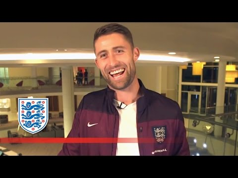 Gary Cahill tells a funny joke & gives advice | #ask...
