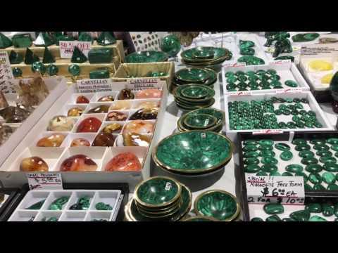 Выставка ювелирных изделий и камней.