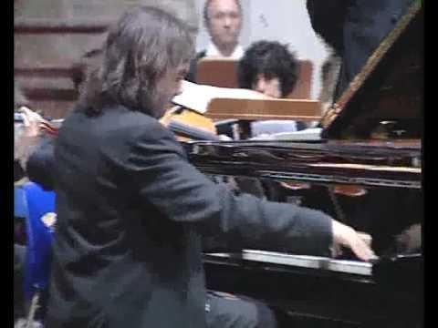 Marco Giliberti suona Listz al pianoforte con Orchestra Rinaldo Franci di Siena