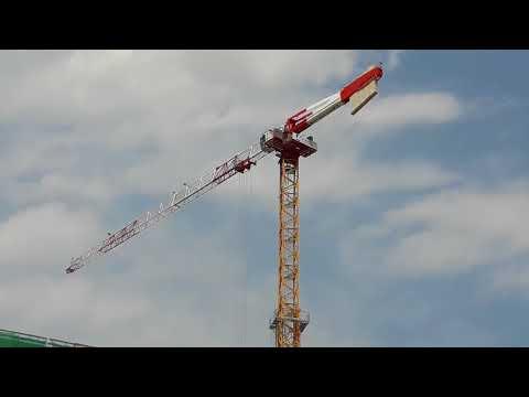 MILANO CITY LIFE cantiere torre libeskind  le GRU POTAIN MD 308 al lavoro/ getto CORE piano 8 .