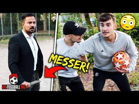 ER BEKLAUT UNS WEGEN DIESER ILLEGALEN CHALLENGE!   Fussball WG - Folge 3