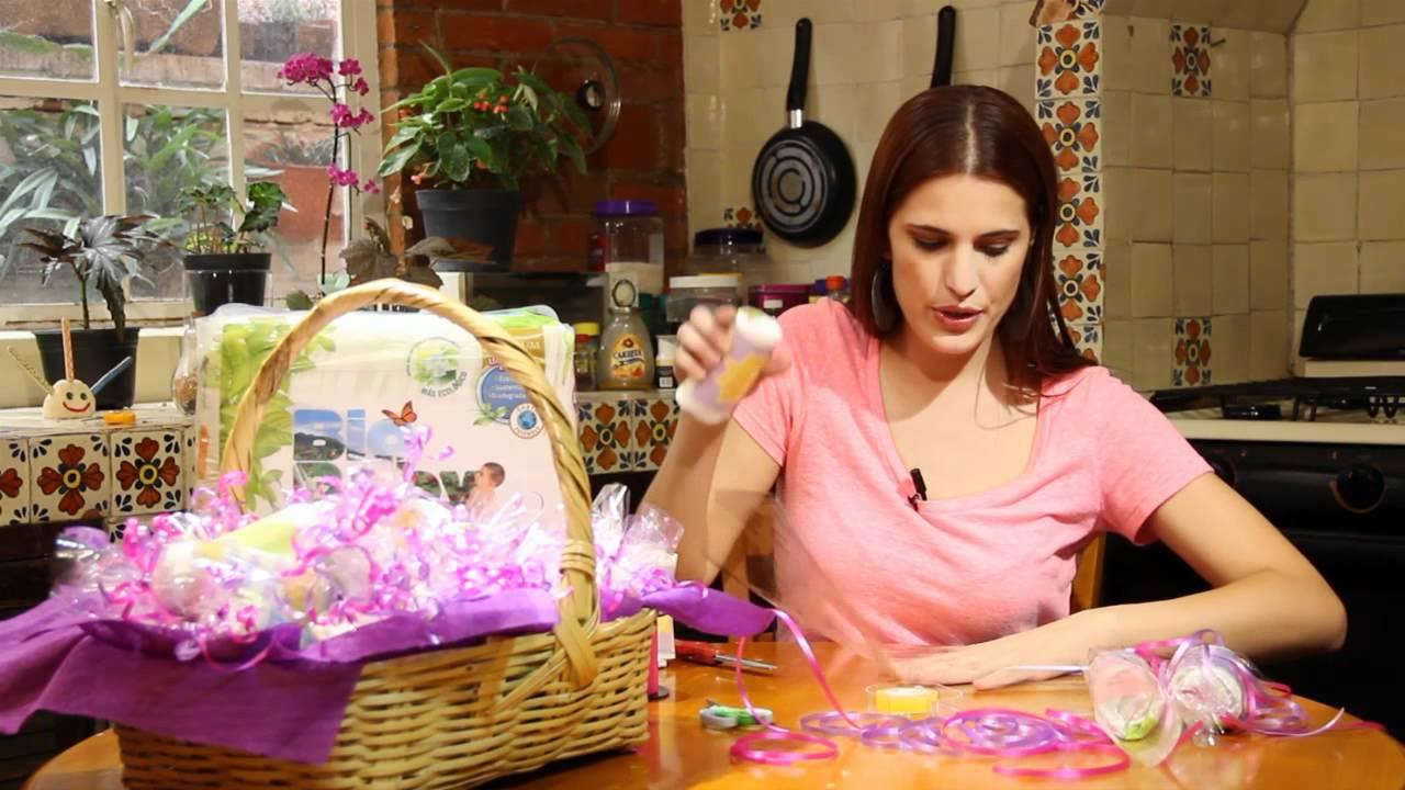 canasta con pa ales envuueltos para regalo youtube