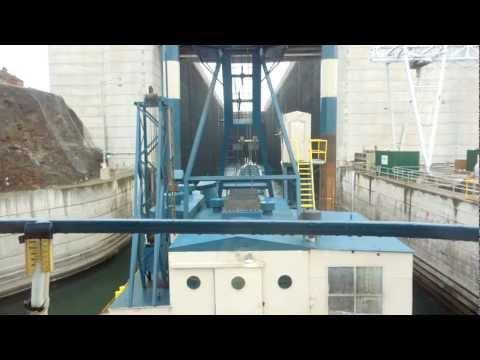 DB TAYLOR crane barge john day dam