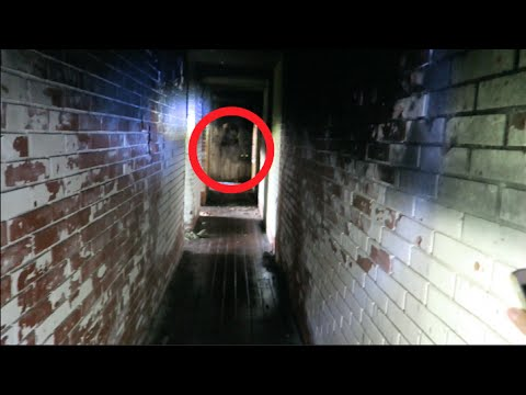 Exploring Haunted War Mansion in Bosnia!! (CREEPY ACTIVITY!!)