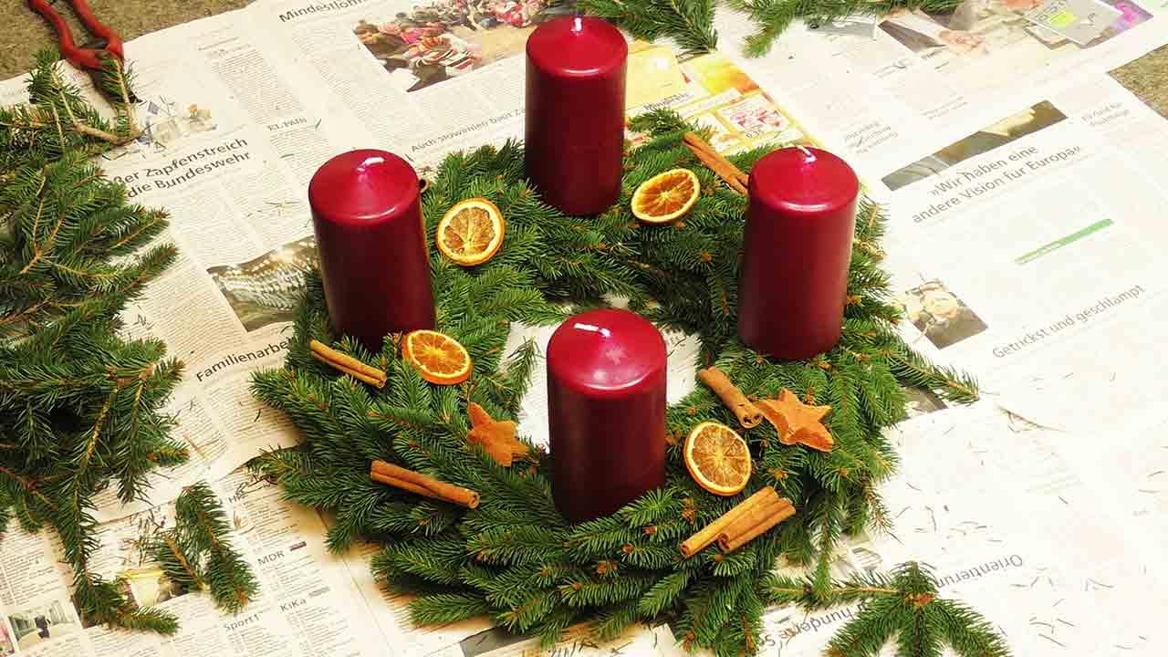 diy adventskranz | kranz mit tannengrün selber machen & dekorieren, Best garten ideen