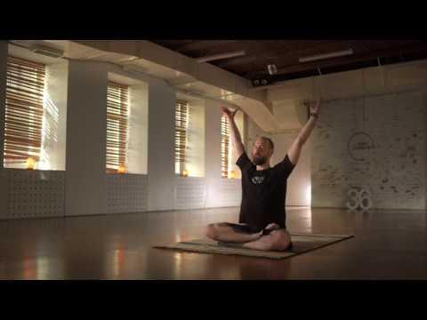Хатха-йога с Владимиром Мерзляковым, бесплатный йога-класс ведущим преподавателем студий Hot Yoga 36
