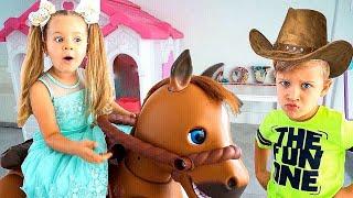ダイアナ、大きな乗馬タイプの馬のおもちゃと一緒にごっこ遊び!