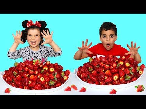 Kids Pretend Play Selling Strawberry , les boys tv2
