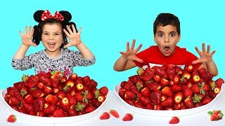 Kids Pretend Play Selling Strawberry , les boys tv2