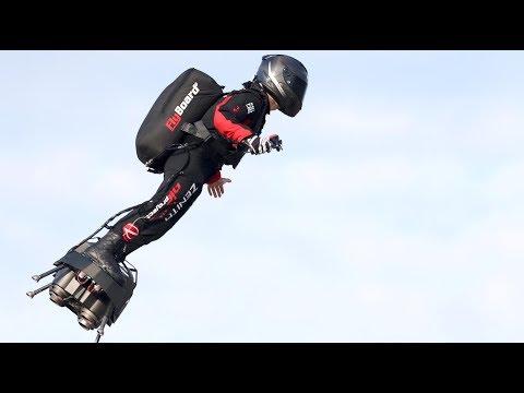 «Летающий человек»: французский изобретатель пересек Ла-Манш на реактивном ховерборде