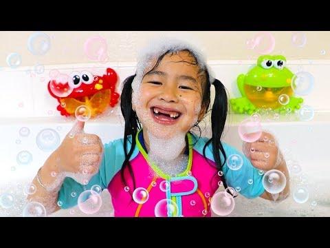 Смотреть Bath Song | Jannie Pretend Play Nursery Rhymes & Kids Songs - Toys and Colors онлайн