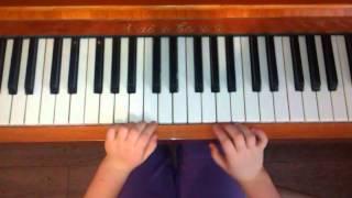 видео урок В лесу родилась елочка пианино