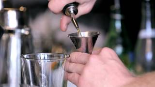 How To Make A Whiskey Sour - Drinkskool Cocktails