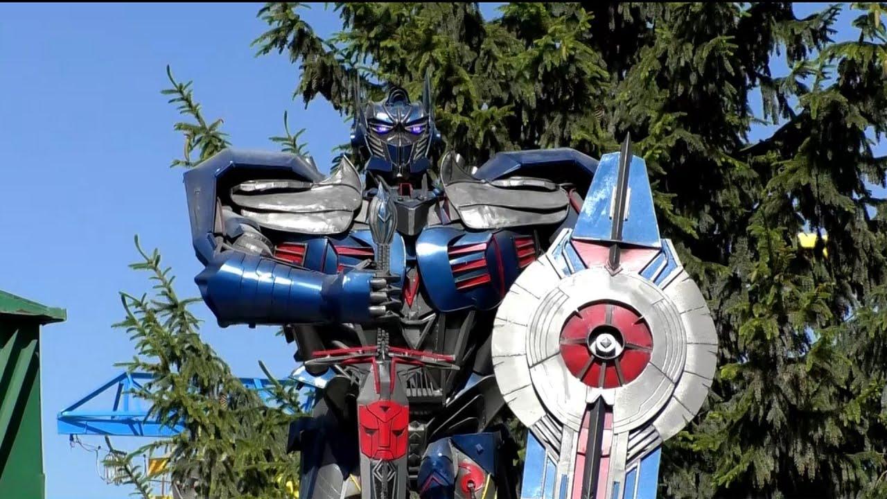 Величезний робот Оптимус Прайм оселився у Борисполі - YouTube