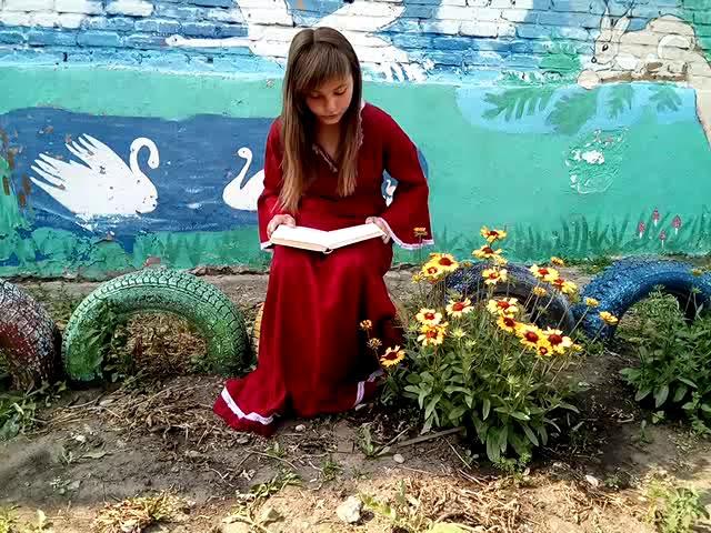 Изображение предпросмотра прочтения – ВалерияСмирнова читает отрывок изпроизведения «Обломов» И.А.Гончарова