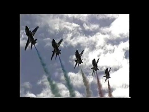 The Red Arrows display at Arbroath 2004 HD