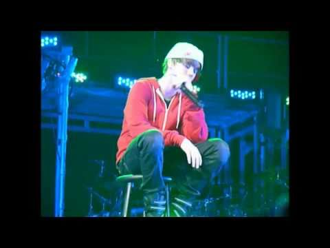 Justin Bieber Crying Onstage-Down to Earth